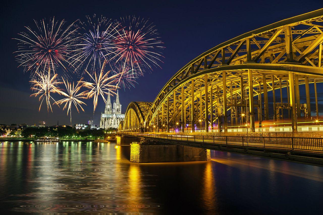 Flusskreuzfahrt Rhein in Flammen Feuerwerk Koeln