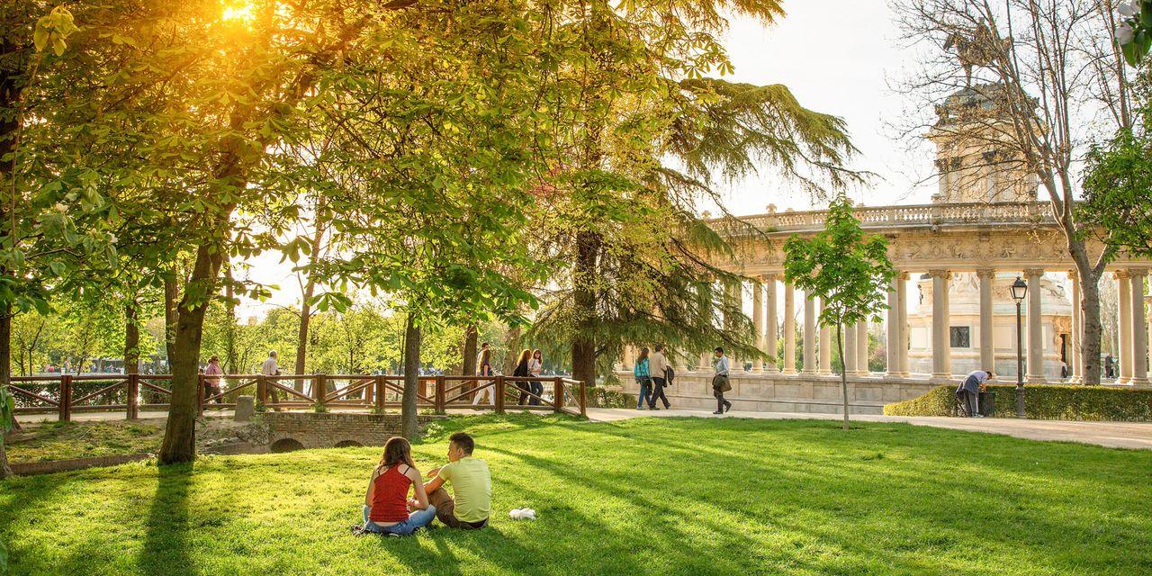 Grüne Lunge inmitten der Stadt, der Parque de El Retiro lädt zum Bummeln ein, Madrid
