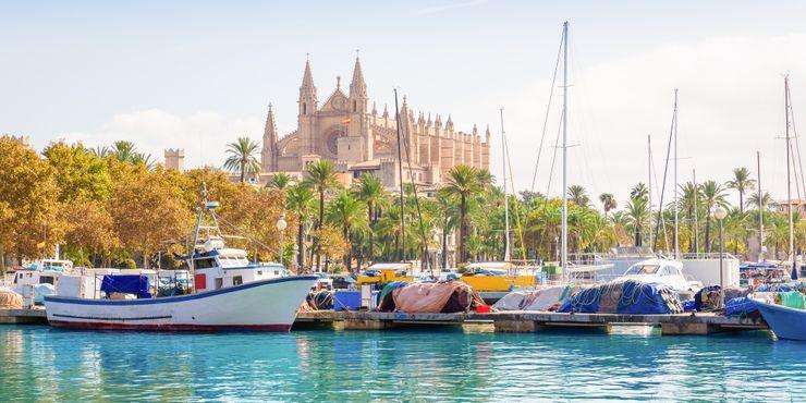 Kathedrale ist vom Hafen aus zu sehen