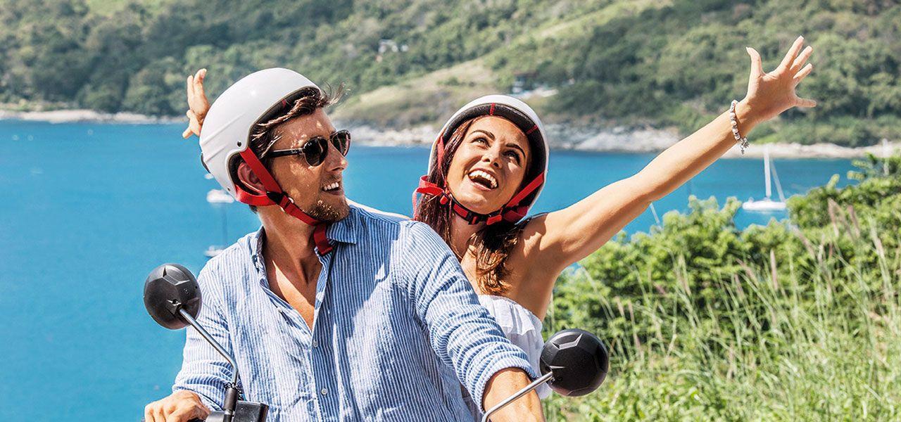 Paar auf Vespa Urlaub
