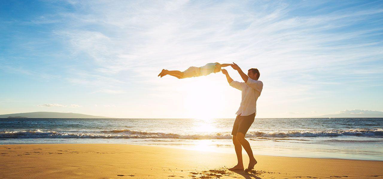 Vater und Sohn Strandurlaub